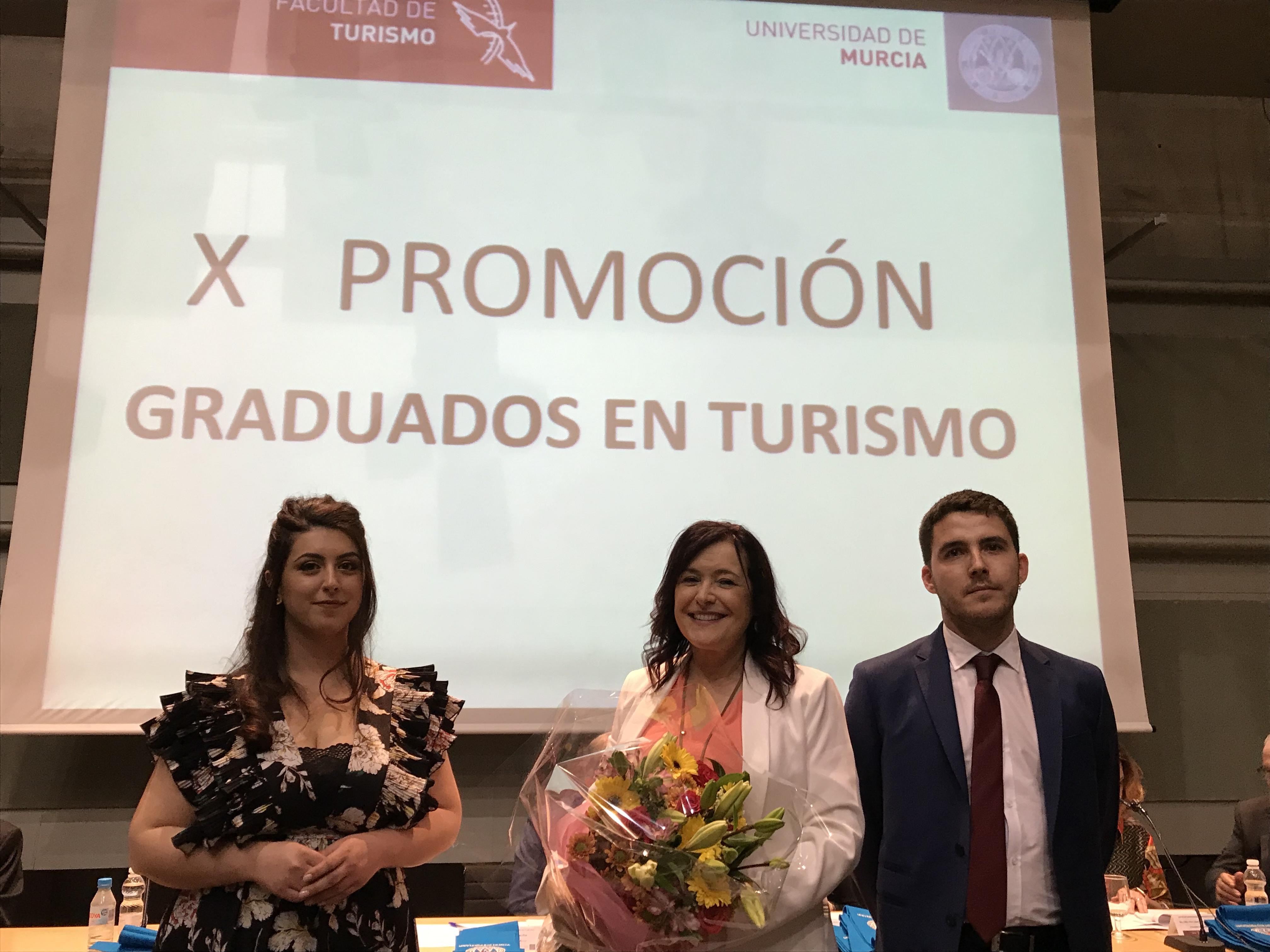 Más de 500 personas asisten al acto de Graduación de la X Promoción de Graduados en Turismo